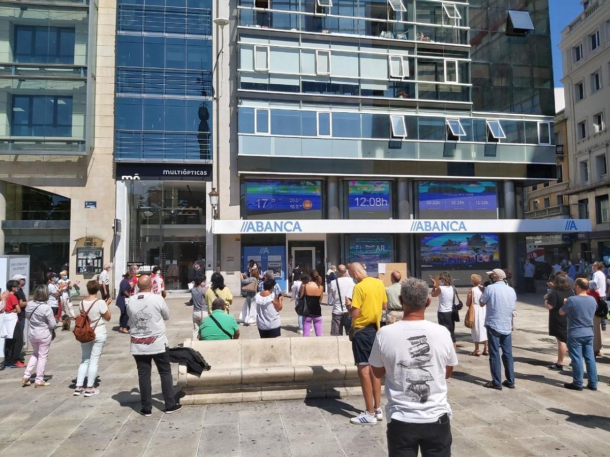 Manifestación fronte oficina Abanca A Coruña