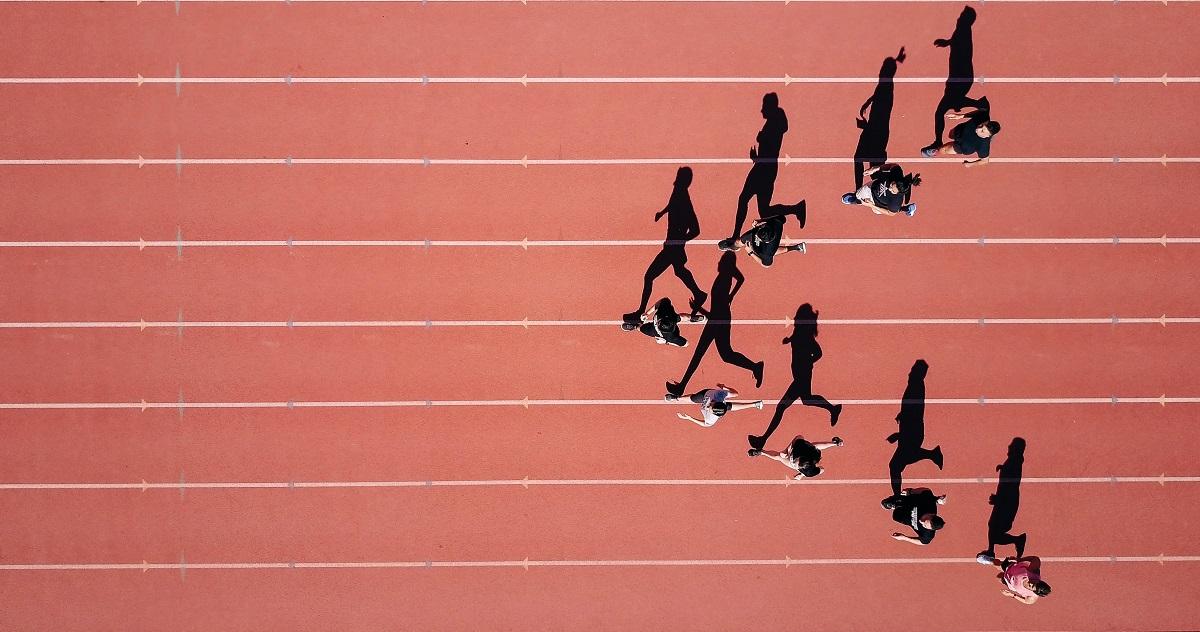 Runners nunha pista de atletismo